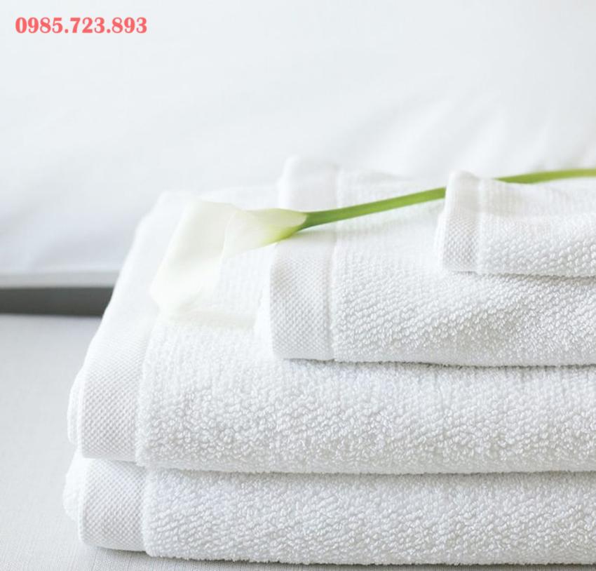 Khăn khách sạn màu trắng